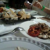 Foto tomada en Restaurante Caney por Sandra B. el 7/31/2012