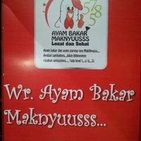 Photo taken at Ayam Bakar Maknyuusss by Ari S. on 5/6/2012