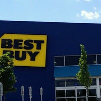 Photo taken at Best Buy by Bob T. on 5/8/2012