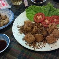 Photo taken at Quán ăn Làng Tôi by Trí m. on 9/1/2012