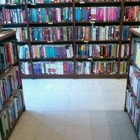 8/13/2012 tarihinde Jacqueline L.ziyaretçi tarafından Ada's Technical Books and Cafe'de çekilen fotoğraf