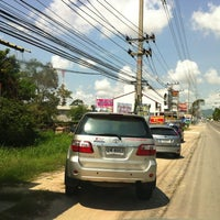 Photo taken at ก๋วยเตี๋ยวไก่สมุนไพร by fiat gsb rayong on 2/28/2012