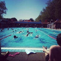 Photo prise au London Fields Lido par Mat A. le5/26/2012