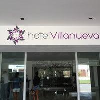 Foto tomada en Hotel Villanueva por Adam A. el 7/28/2012