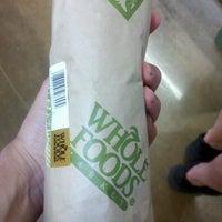 Foto tomada en Whole Foods Market por Hana H. el 5/20/2012
