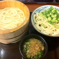 Photo taken at 丸亀製麺 宮崎住吉店 by Masa A. on 2/26/2012