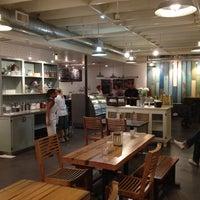 Foto scattata a Leoda's Kitchen & Pie Shop da Brad A. il 8/21/2012