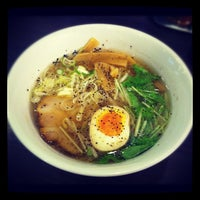 Photo taken at 牛骨ラーメン 香味徳 銀座店 by Yu-syo I. on 9/7/2012