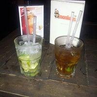 Das Foto wurde bei Monkeys cafe.bar von Maik R. am 8/22/2012 aufgenommen