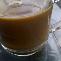 Photo taken at Black Canyon Coffee by Filland Kiki on 7/3/2012
