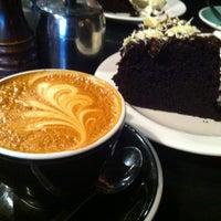รูปภาพถ่ายที่ Fidel's Cafe โดย Kelly C. เมื่อ 8/3/2012