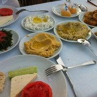 7/21/2012 tarihinde 🌳Burcak Ç.ziyaretçi tarafından Cunda Sahil Restaurant'de çekilen fotoğraf