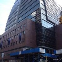 Das Foto wurde bei Baruch College - William and Anita Newman Vertical Campus von Katharina am 8/13/2012 aufgenommen