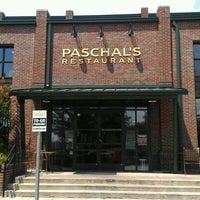 Das Foto wurde bei Paschal's Restaurant von The Bite Life w. am 7/18/2012 aufgenommen