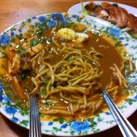 Photo taken at Restoran Warisan Maju by Azlin Shah O. on 5/6/2012