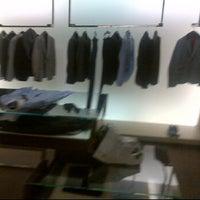 รูปภาพถ่ายที่ Gucci โดย Rajiv S. เมื่อ 6/4/2012