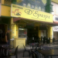 Photo taken at Restoran D'Syasya Puchong Utama by Sykin Z. on 8/28/2012