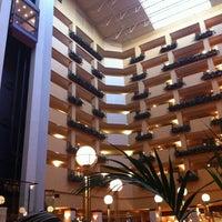 Foto diambil di Embassy Suites by Hilton Portland Airport oleh Stef P. pada 3/23/2012