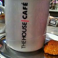 Photo taken at The House Café by Barış S. on 8/16/2012