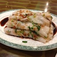 Photo taken at Mei Li Wah by ZenFoodster on 8/2/2012
