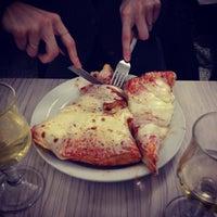 Foto scattata a Pizzeria Spontini da Jeremy S. il 2/4/2012