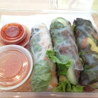 Photo prise au Freshroll Vietnamese Rolls & Bowls par James P. le8/14/2012