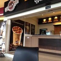 Photo taken at R&R Jejantas Ayer Keroh by nikman on 6/16/2012