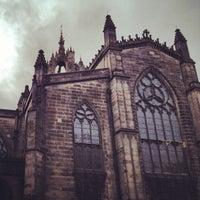 Foto tomada en St. Giles' Cathedral por Julie M. el 2/22/2012