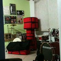 Photo taken at Drum Time - Escola de Bateria e Percussão by Joel J. on 4/20/2012