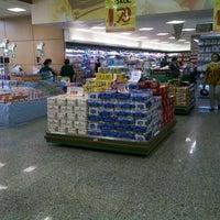 Foto tirada no(a) Sonda Supermercado por Thiago B. em 5/19/2012