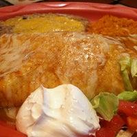 Foto tirada no(a) Dos Machos Restaurant por Josiah H. em 4/23/2012