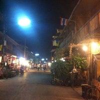 Снимок сделан в Chiang Khan Walking Street пользователем Pitchayathida W. 3/31/2012
