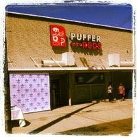 Foto diambil di Puffer Red's oleh Antron H. pada 8/18/2012