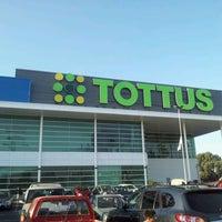 Foto diambil di Tottus oleh Pablo M. pada 3/14/2012