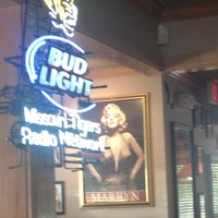 Photo taken at Applebee's Neighborhood Grill & Bar by Michael S. on 5/30/2012