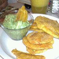 Photo taken at Dulce Vida Cafe & Resturant by Javier P. on 4/6/2012