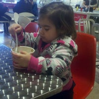 Photo taken at Spoon Me Frozen Yogurt and Juices by Lisa L. on 2/4/2012