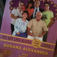 Foto tirada no(a) Teatro Wilberto Cantón por Priscila E. em 4/29/2012