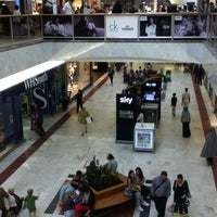 Photo taken at Brent Cross Shopping Centre by Irinka 🎯 A. on 8/16/2012