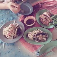 Photo taken at ร้านลาบปลาดุกมหาสารคาม by Kitty🐶 C. on 4/28/2012
