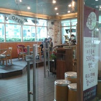 Photo taken at Roastery Beans Cafe by 혁 최. on 5/2/2012