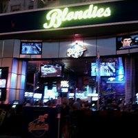 8/5/2012 tarihinde Szoke S.ziyaretçi tarafından Blondies Sports Bar & Grill'de çekilen fotoğraf