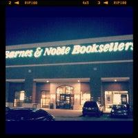 Foto tomada en Barnes & Noble por Lauren R. el 6/5/2012