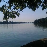 Das Foto wurde bei Maschsee von Vlad S. am 7/25/2012 aufgenommen