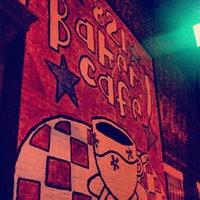 Das Foto wurde bei 821 Cafe von Ellen M. am 6/10/2012 aufgenommen