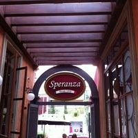 2/26/2012 tarihinde Pat T.ziyaretçi tarafından Pizzaria Speranza'de çekilen fotoğraf