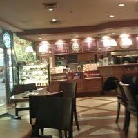 Photo taken at The Coffee Bean & Tea Leaf by Julia E. on 8/4/2012