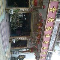 Photo taken at เทววิหารจีซู่เกาะ by Pakun C. on 7/5/2012