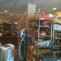 Das Foto wurde bei SanRemo Bakery von Nicholas am 5/20/2012 aufgenommen