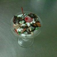 Photo taken at Good Apple Restaurant@ Dream Cones  Phahonyothin 14 by Abo B. on 2/10/2012